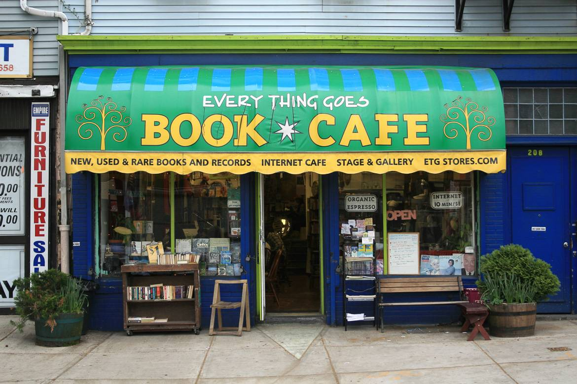 Immagine del Everything Goes Book Café a Staten Island