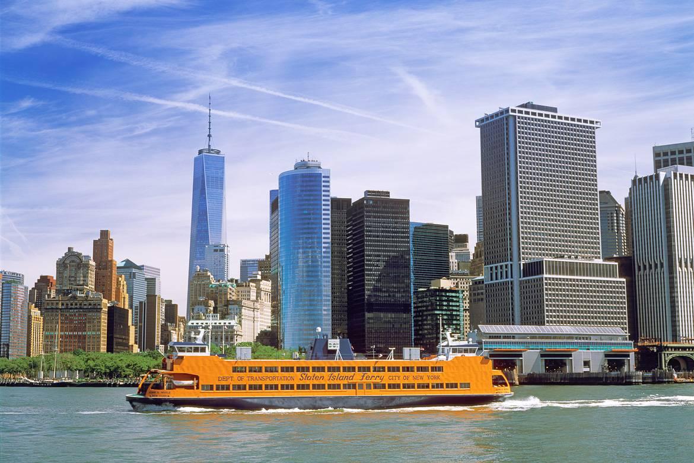 Immagine del traghetto sull'acqua