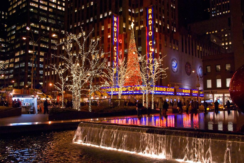 Immagine del Radio City durante il periodo natalizio