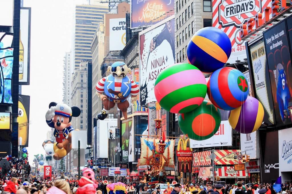 Foto di palloni fluttuanti durante la Macy's Thanksgiving Day Parade
