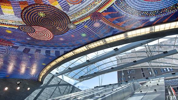 Foto di un mosaico che decora il tetto della nuova stazione 34th Street-Hudson Yards
