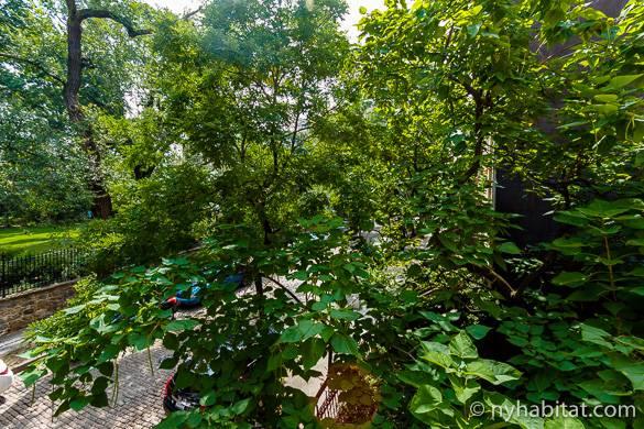 Vista dalla finestra dell'appartamento monolocale NY-14062 di New York Habitat