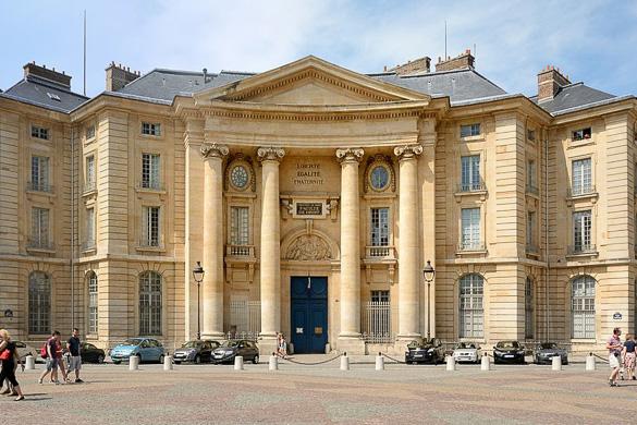 Foto dell'università di Parigi I, la Sorbona, nei pressi del Panthéon