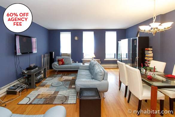 Immagine di divani nel salotto di un appartamento con due camere da letto ad Harlem NY-15873