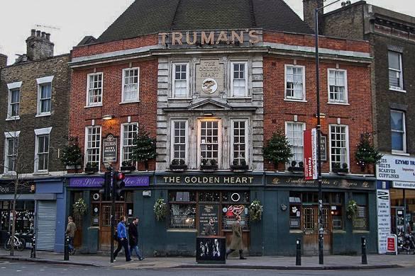 Foto di un pub ad angolo a East London vicino a Brick Lane