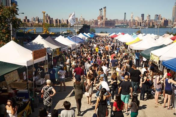 Foto della folla e dei venditori a Smorgasburg Brooklyn