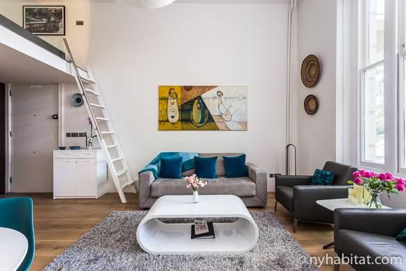Immagine del soggiorno dell'appartamento LN-1755 con finestre a parete a Bayswater