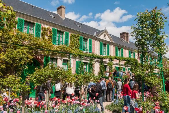 Immagine dei giardini a Giverny che Monet ha dipinto