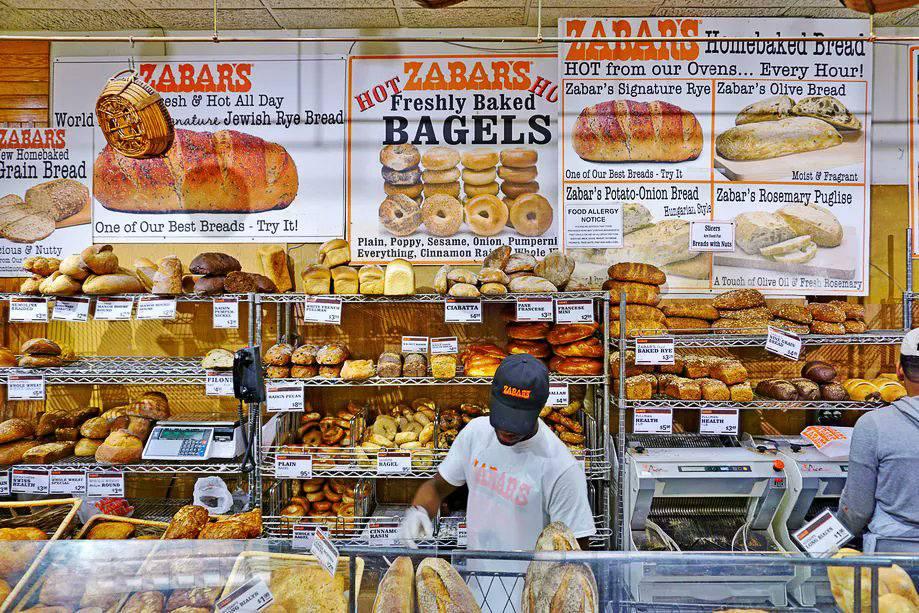 Immagine del bancone del pane da Zabar's