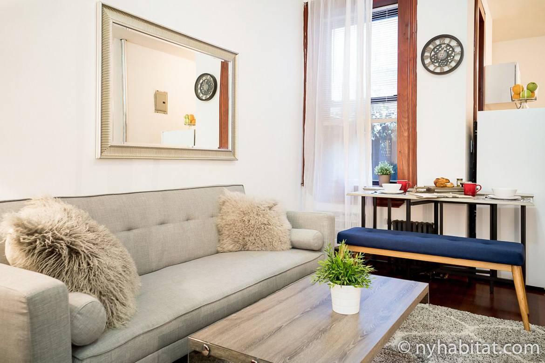 Immagine del soggiorno dell'appartamento in affitto NY-16303 a Chelsea