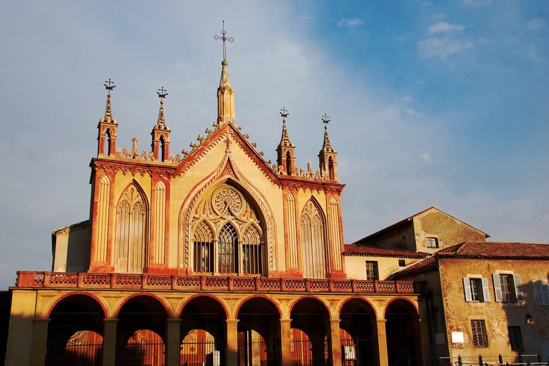 Immagine della facciata del Monastero di Cimiez Monastery a Nizza.