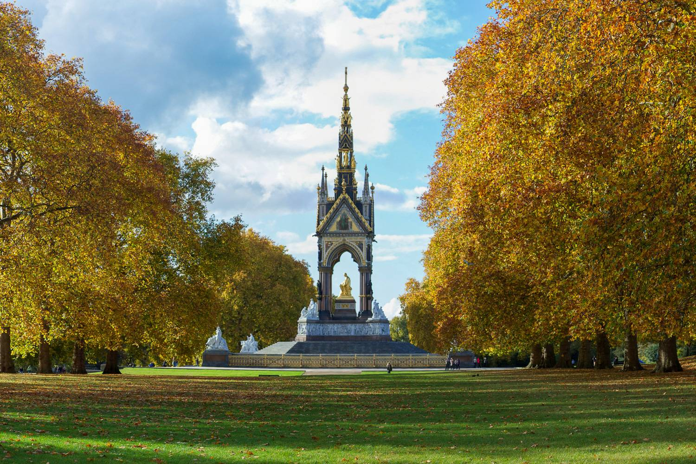 Un'immagine dell'Albert Memorial, un monumento storico di Hyde Park.