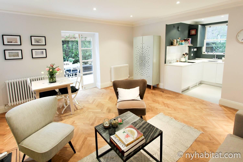 Un'immagine dell'appartamento NL-1695 di Notting Hill, con il suo arredamento fresco e pulito e dalle decorazioni semplici.