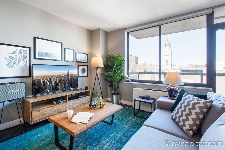 Immagine del salotto dell'appartamento ammobiliato con una camera da letto e con vista panoramica della città in affitto a East Village (NY-17716)