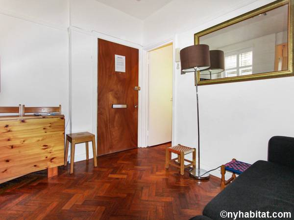 Living room - Photo 5 of 6
