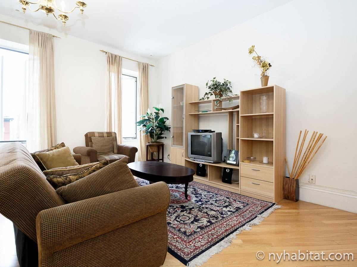 Living room - Photo 4 of 10