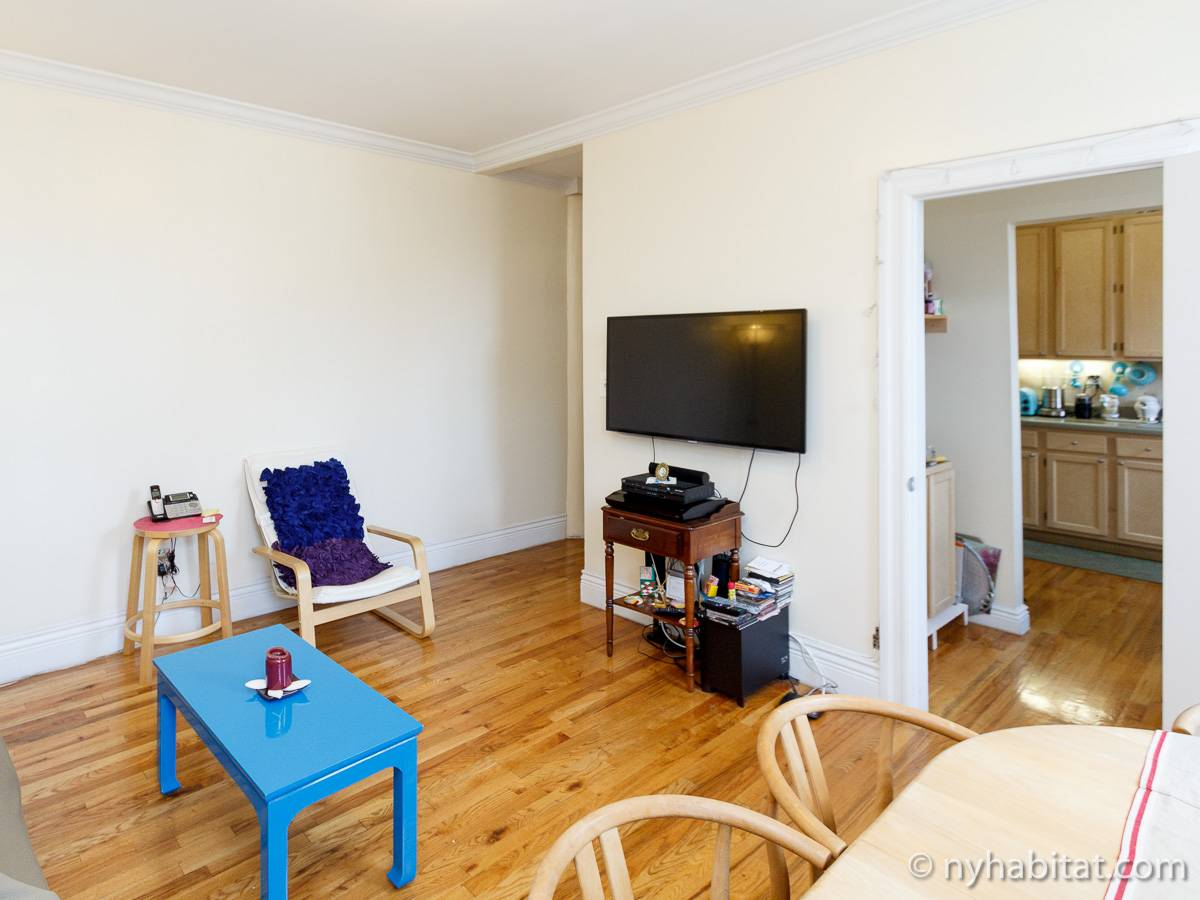 Living room - Photo 4 of 6