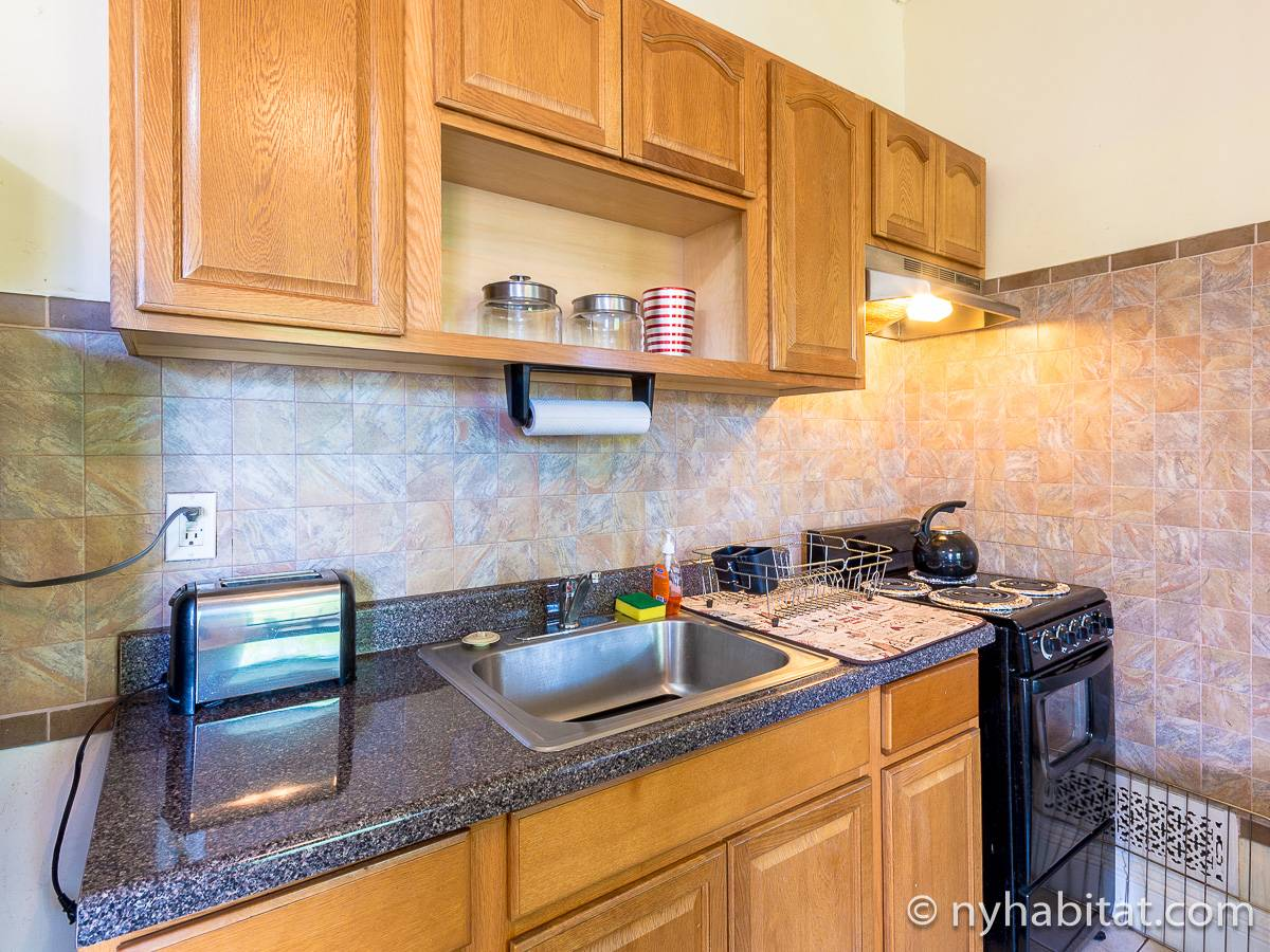 Kitchen - Photo 3 of 6