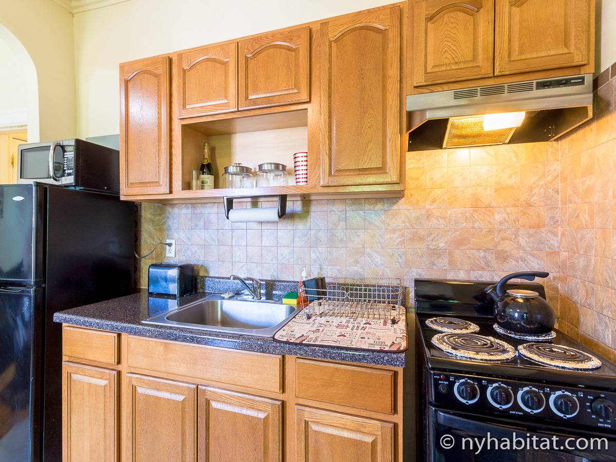 Kitchen - Photo 4 of 6