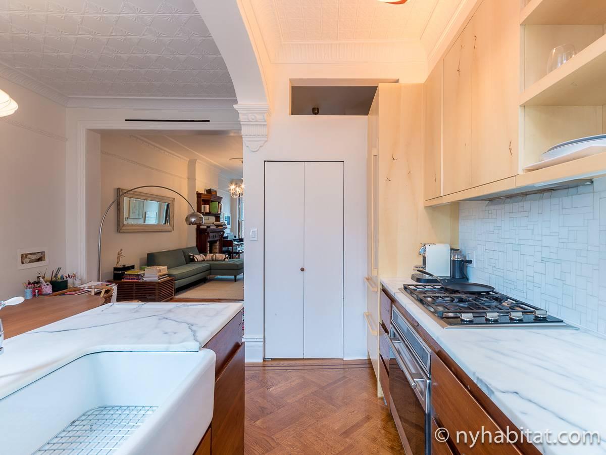 Kitchen - Photo 4 of 10