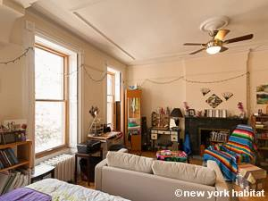 Living room - Photo 7 of 12