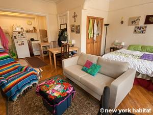 Living room - Photo 10 of 12