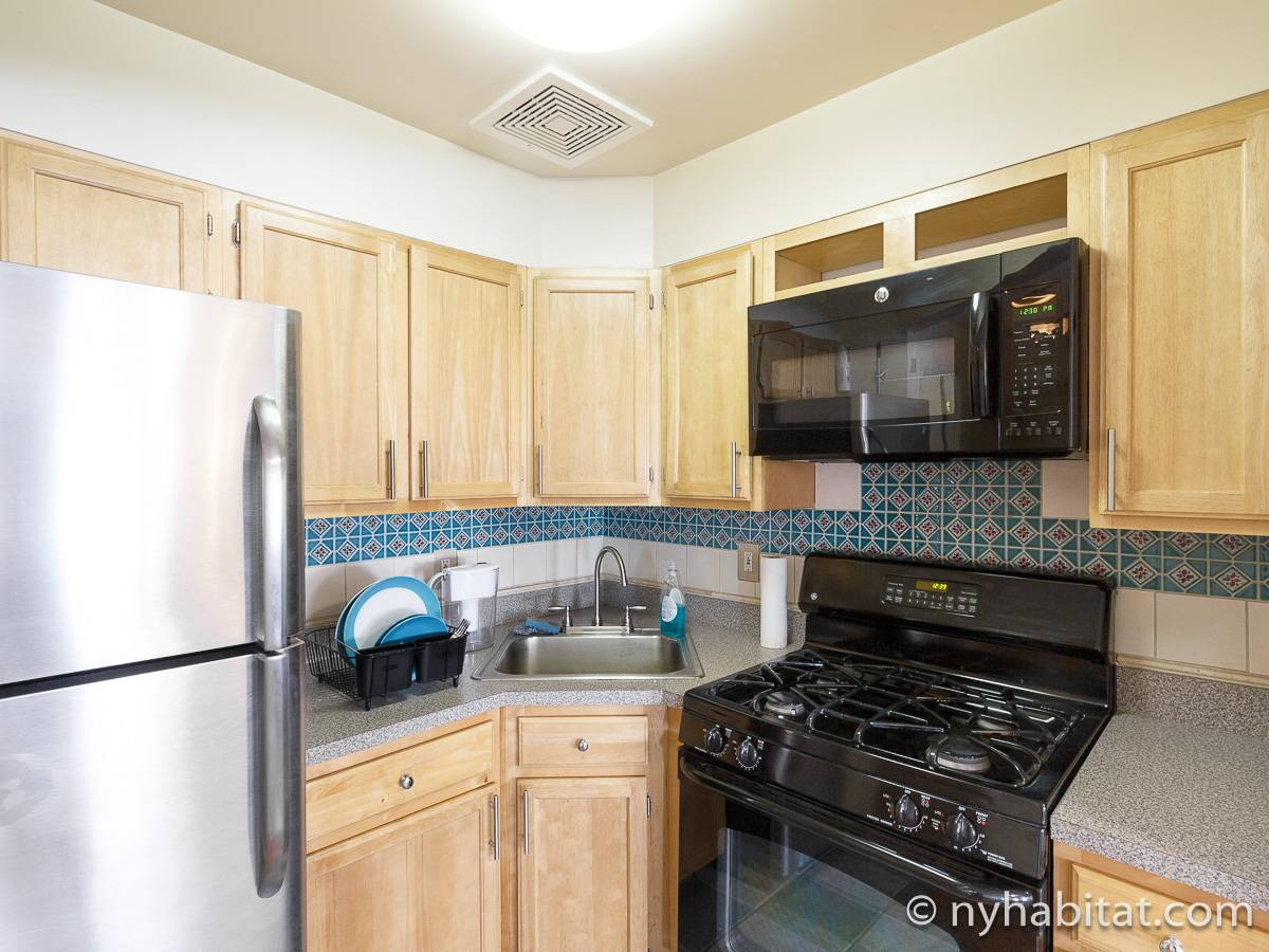 Kitchen - Photo 4 of 7