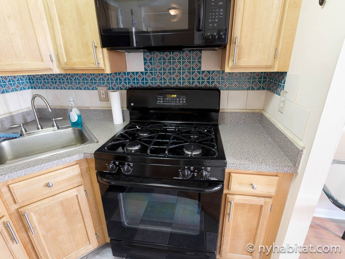Kitchen - Photo 5 of 7
