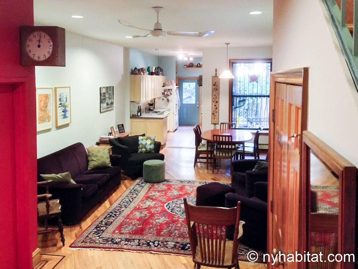 Living room - Photo 3 of 4