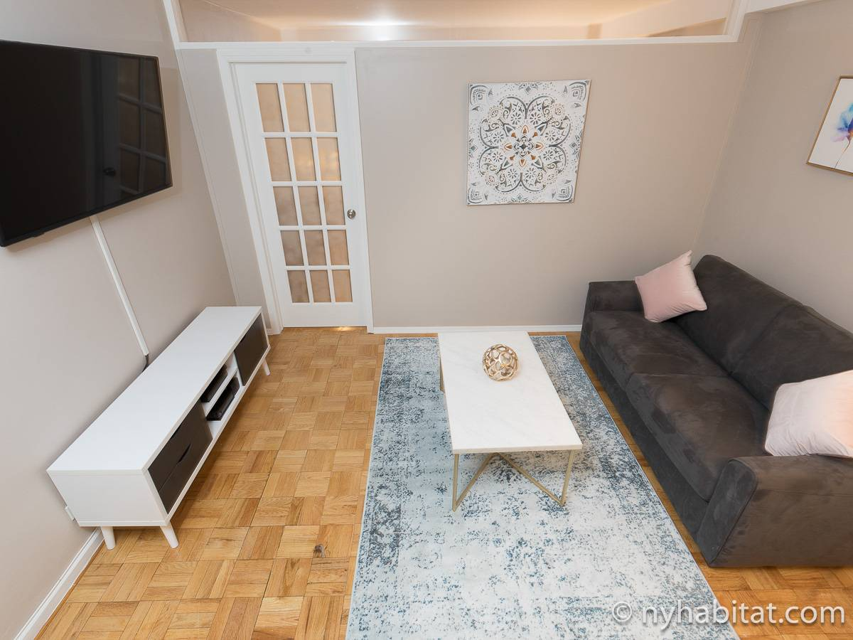 Living room - Photo 4 of 8