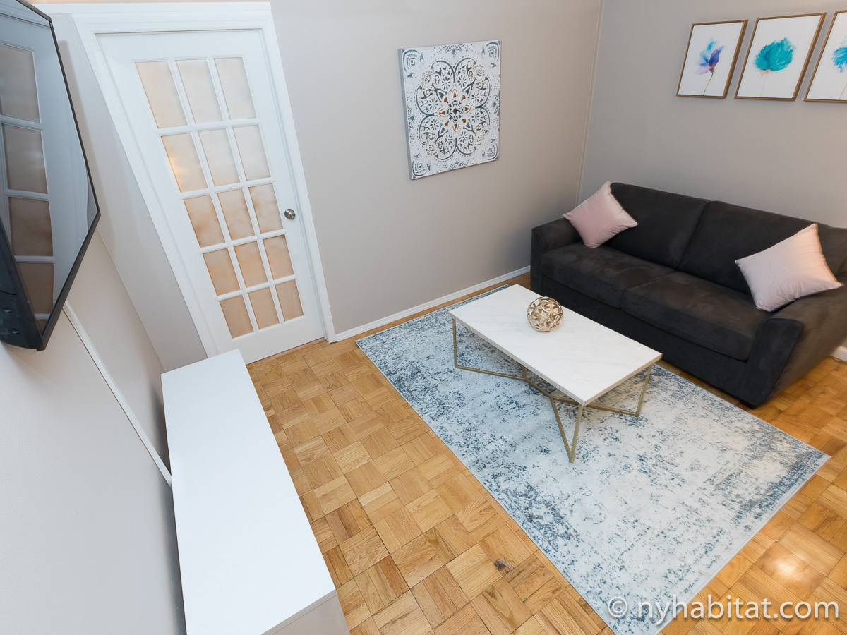 Living room - Photo 6 of 8