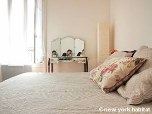 Bedroom - Photo 2 of 6