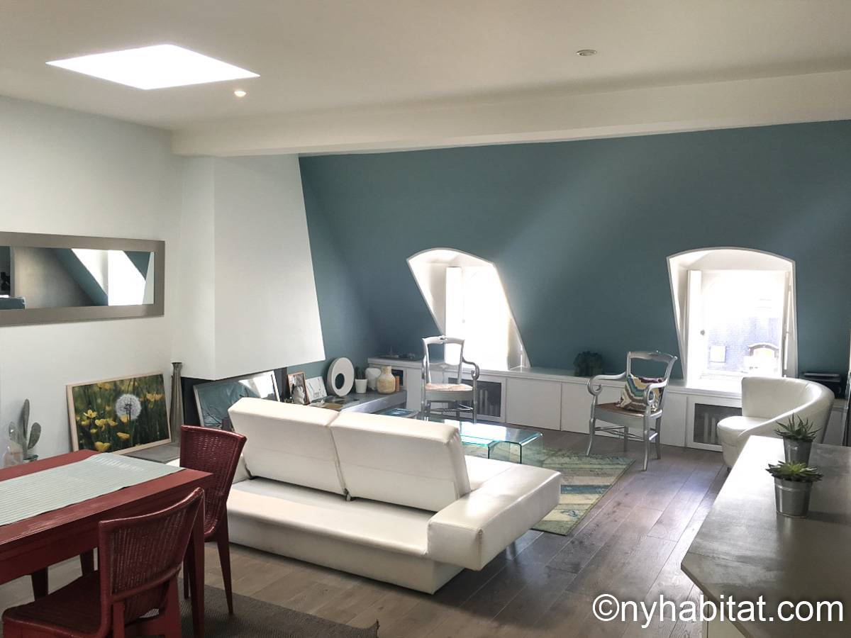 Living room - Photo 2 of 4
