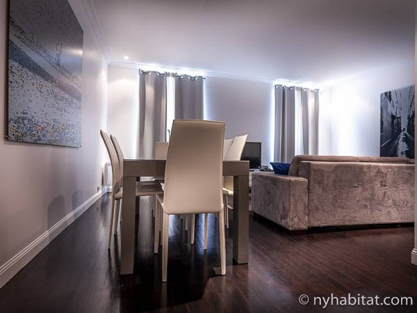 Living room - Photo 6 of 7