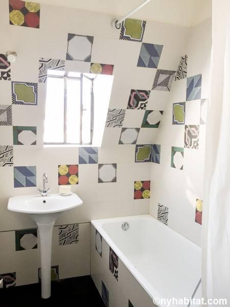 logement paris location meubl e t2 oberkampf le. Black Bedroom Furniture Sets. Home Design Ideas