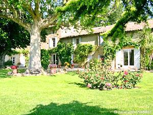 South of France Jonquieres, Provence - Studio accommodation bed breakfast - Apartment reference PR-588