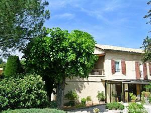 Alojamiento en el Sur de Francia  2 Dormitorios - Luynes, Provenza (PR-731)