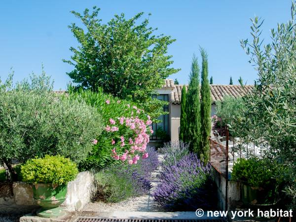 South of France Saint Rémy de Provence, Provence - 2 Bedroom accommodation - Apartment reference PR-993