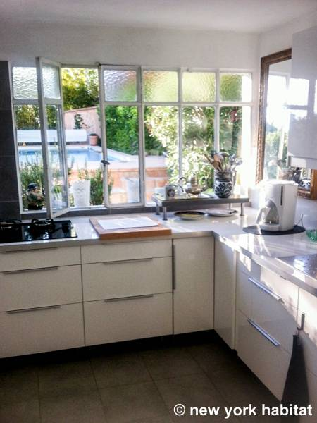 Kitchen - Photo 3 of 5