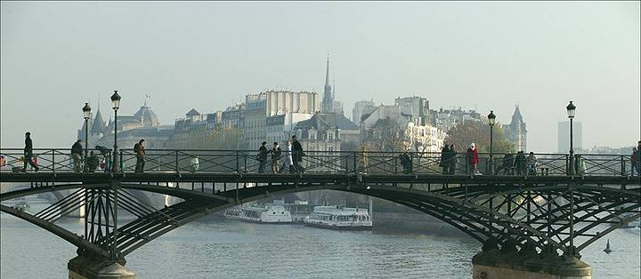 Después de ir al Louvre diríjase al puente más bonito de París