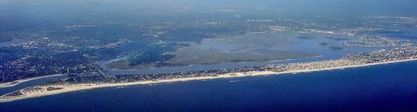 Foto de la playas de arena blanca contorneando la costa de Long Beach Barrier Island, Nueva York