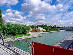 Imagen del lago artidicial Bassin de la Villette