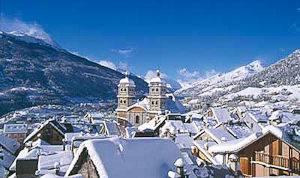 Fotografía de la nieve que cubre Briancçon, en el sur de los Alpes franceses