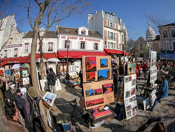 Imagen de la place du Tertre en Montmartre con sus pintores