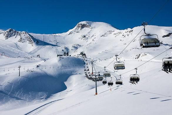 Fotografía del sur de los Alpes franceses cubiertos de nieve