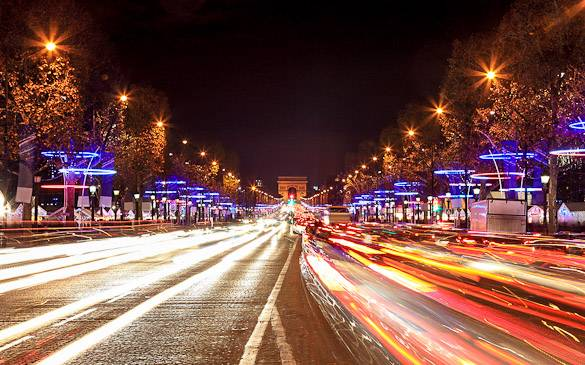 Imagen de los Campos Elíseos y del Arco del Triunfo en París