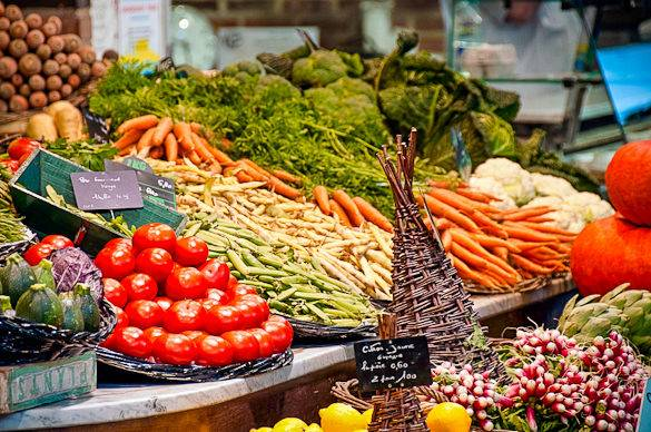 Imagen de verduras frescas en Montpellier  en el mercado Les Halles Castellane
