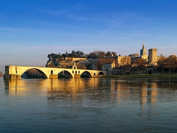 Fotografía de la ciudad de Aviñón y el Puente de Aviñón en invierno