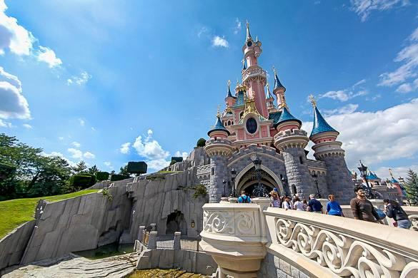 Imagen del castillo de la Bella Durmiente en Disneyland Paris