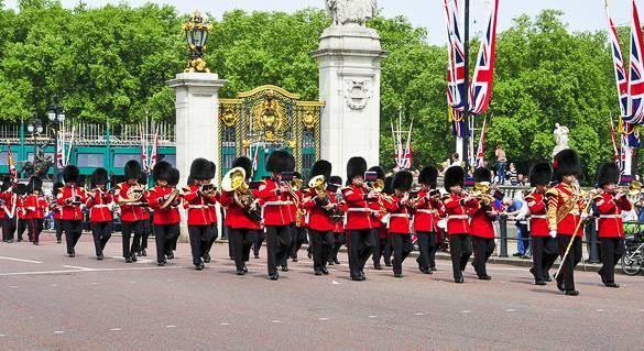 Foto del relevo de la guardia en el Palacio de Buckingham, en Londres